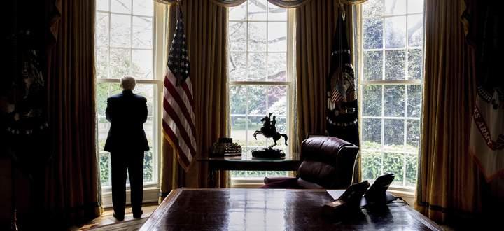 Donald Trump deutet am Freitag erstmals an, dass er das Weiße Haus verlassen müssen wird.
