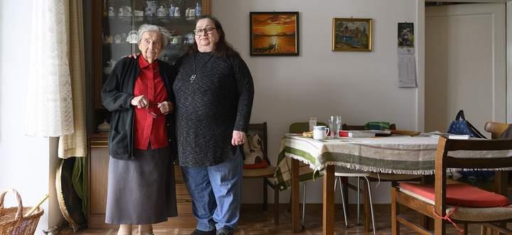 Brigitta Kettl mit ihrer Mutter.