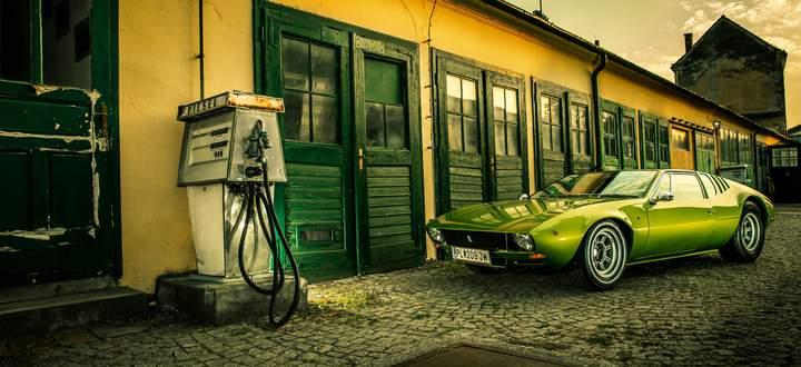 Unter den Exoten noch eine Rarität: De Tomaso Mangusta, gebaut von 1967 bis 1971.