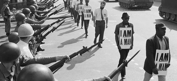 So war es 1968, damit droht Trump noch heute: Die Nationalgarde riegelt die Beale Street in Memphis vor Demonstranten der Bürgerrechtsbewegung ab.