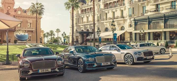 Im Hintergrund das Casino, rechts das Hotel de Paris: Bentley wählte nicht zufällig Monaco, um sein neues Flaggschiff, den Flying Spur, vorzustellen.