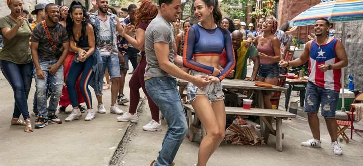 """Salsa stärkt die Bauchmuskeln: Anthony Ramos und Melissa Barrera als Liebespaar in Lin-Manuel Mirandas """"In the Heights"""" (Regie: Tanzfilmprofi Jon M. Chu)."""