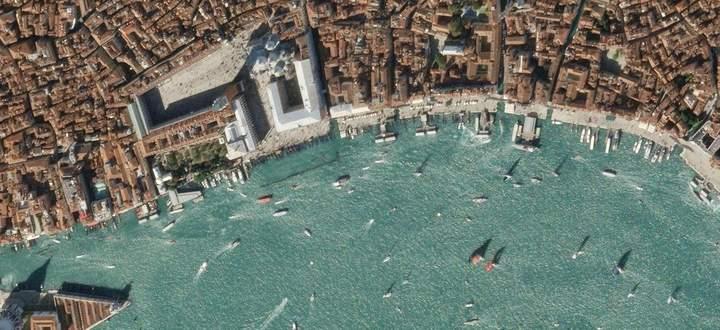 Wie die Pandemie Venedig verändert hat: Satellitenbilder zeigen den Verkehr in der Lagunenstadt vor und nach Ausbruch der Coronavirus-Infektion.