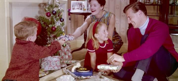 Trautes Heim, Weihnachten nicht allein: Keine 200 Jahre alt ist das Bild von Weihnachten als idyllisches Familienfest – das bis heute in den Köpfen sitzt.