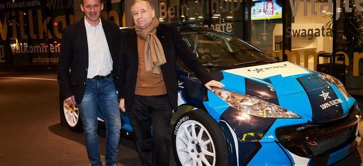 FIA-Präsident Jean Todt ist von Manfred Stohls Autos und Arbeit höchst angetan.