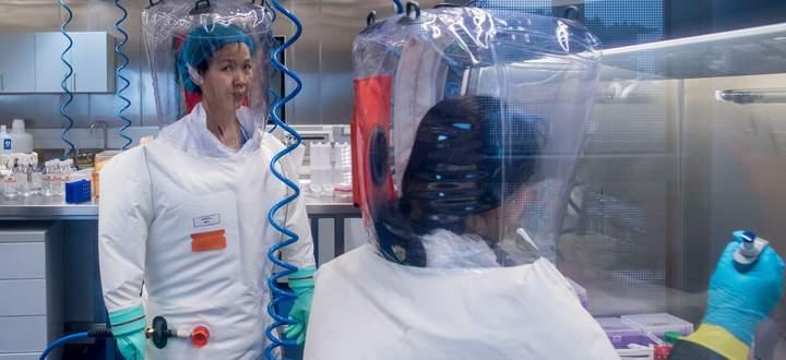 Die chinesische Virologin Shi Zhengli im Jahr 2017 an ihrem Arbeitsplatz im chinesischen Wuhan. Hier vermuten die Vertreter der Laborthese den Ursprung der Coronapandemie.