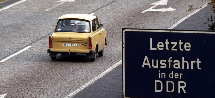 Bild von 1990: Ein Jahr später war endgültig Schluss mit dem antiquierten Trabant. In der DDR kam er zeitweise auf fast 50 Prozent der Autokäufe.