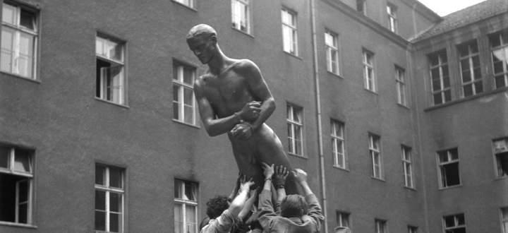 Bittere Ironie: NS-Künstler Richard Scheibe gestaltete ein Ehrenmal für die Attentäter von 1944.