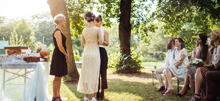 Platonische Ehen haben in den USA während der Pandemie zugenommen – und werden vorwiegend zwischen zwei Frauen geführt.