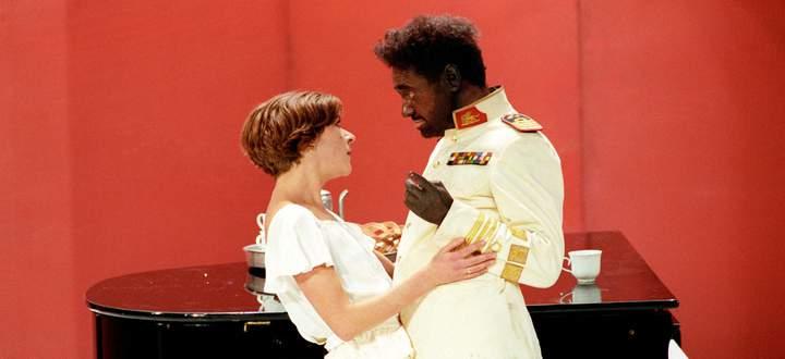 Blackfacing im Akademietheater: Gert Voss als Othello im gleichnamigen Drama von William Shakespeare, Anne Bennent spielte in der Inszenierung von George Tabori 1990 Desdemona.