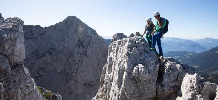 """Auf rund 20 Kilometern erstreckt sich das Kaisergebirge. Hier wurde Alpingeschichte geschrieben. Die Kitzbüheler Bergführer bieten mit dem Konzept """"Kaiser hoch 6"""" sechs relativ einfache Alpinklassiker."""