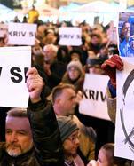 Proteste der Bevölkerung gegen Vetternwirtschaft und Bestechung beeindrucken die hochgradig korrupte politische Kaste nur wenig. Bei Verurteilungen fallen die Strafen meist gering aus.