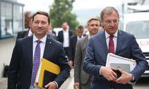 Manfred Haimbuchner (FPÖ) und Thomas Stelzer (ÖVP, v.l.n.r.) arbeiten erneut in einer Koalition zusammen.