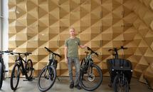 """Wendelin Fortner in seinem Geschäft """"Elektrobiker"""" in Wien Neubau: Seit der Coronazeit ist die Nachfrage bei einigen E-Bikes viel größer als das verfügbare Angebot."""