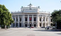Wann darf man wieder ins Burgtheater? Bei dieser Frage geht's auch um die Uhrzeit.