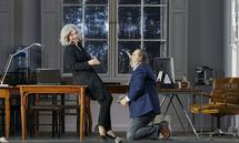 "Wagners ""Parsifal"" im Magazin-Milieu: Elīna Garanča als Journalistin Kundry und Wolfgang Koch als Medienzar Klingsor."