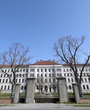 Die Bezirkshauptmannschaft Baden hat ein Betretungsverbot für das Erstaufnahmezentrum Traiskirchen erlassen.