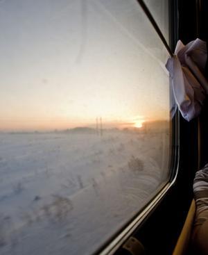Der Zug springt zwischen den Zeitzonen – und vor dem Fenster liegt endlose Weite.
