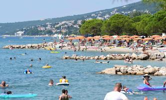 Volle Strände an Kroatiens Küsten. Problematisch waren dann aber vor allem die Partymeilen in der Nacht.