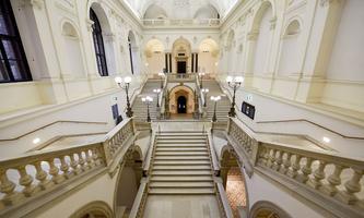 So leer wie während der Lockdowns sollen die Gänge der Universität Wien nicht mehr sein, wenn es nach Bildungsminister Faßmann geht.