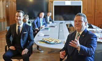 Gernot Blümel und Michael Ludwig im Rahmen erster Sondierungsgespräche zwischen SPÖ und ÖVP im Rathaus in Wien.