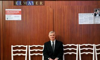 Thomas Schäfer-Elmayer leitet die Tanzschule Elmayer seit 33 Jahren.