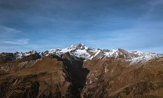 Wanderer suchen den besten Weg auf den Berg hinauf. Digitale Berechnungsmethoden nutzen Ansätze aus der Evolution, um beste Wege zu erarbeiten.