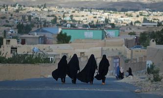Auf freiheitsliebende afghanische Bürger, insbesondere auf Frauen, könnten schon bald wieder sehr harte Zeiten zukommen – unter der Knute und unter der Burka.