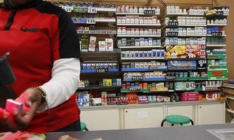 Die Zigaretten müssten zukünftig hinter einen Vorhang, wenn es nach dem Wunsch von New Yorks Bürgermeister, Micheal Bloomberg, geht.