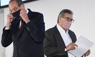 """Heinz Faßmann (ÖVP) und Peter Hacker (SPÖ) bei einem seltenen gemeinsamen Medientermin: Gemeinsam will man mit flächendeckenden Gurgeltests """"Beruhigung"""" für die Schulen erreichen."""