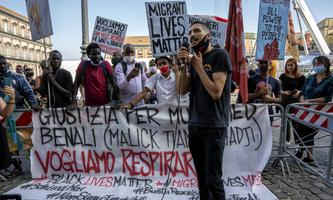 Protest gegen die Bedingungen in Borgo Mezzanone nach dem Tod eines Arbeiters.