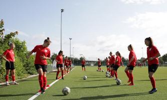 Zweimal täglich trainieren Österreichs talentierteste Fußballerinnen zwischen 14 und 19 Jahren in St. Pölten, die schulische Ausbildung ist darauf abgestimmt.