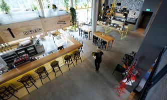 Die Lobby des Schani ist Rezeption, Bar, Frühstücksraum und Coworking Space in einem. Wenn es nach den Eigentümern geht, bald Wiens neuer Start-up-Hotspot.