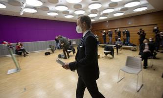Im Fokus medialer Aufmerksamkeit: Finanzminister Gernot Blümel (ÖVP) gibt ein Statement zur Hausdurchsuchung durch die WKStA ab.