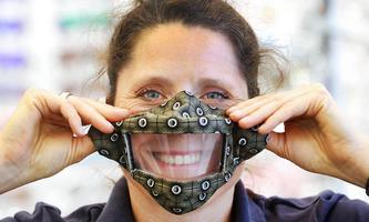 Schutzmaske mit Sichtfenster