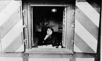 Blick hinaus in die Welt: Der Dichter Peter Turrini in jungen Jahren.