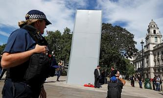 Verhüllte Churchill-Statue in London.