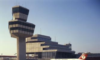 Sechs Ecken. Tower und Terminal: Das Hexagon ist die Form.