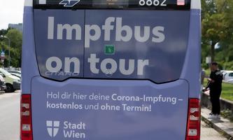 Impfbusse und mobile Impfteams fahren zu den Wiener Schulen.