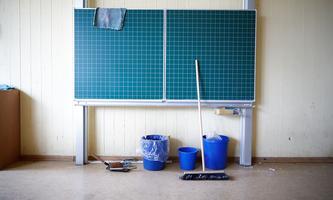 Symbolfoto: Leeres Klassenzimmer in der Coronazeit