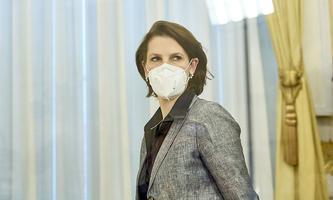 Verhandelt derzeit das Paket zur Justizreform für die ÖVP: Verfassungsministerin Karoline Edtstadler.