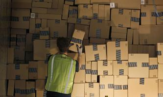Profitiert haben sogenannte Stay-at-Home-Aktien wie der Onlinehändler Amazon.