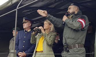 Klaudia Tanner beim Einsatz: Die türkise Ministerin hat arge Probleme mit ihrer Heeresreform.
