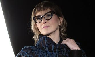 """""""Mein Mann ist ein Feminist!"""", betont die bosnische Filmemacherin Jasmila Žbanić. Mit ihren Filmen kämpft sie gegen Fake News an."""