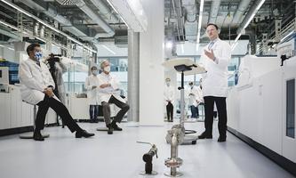 Der deutsche Gesundheitsminister Jens Spahn hat sich für den Antikörpertest des Schweizer Konzerns Roche stark gemacht. Die Konkurrenz regt das auf.