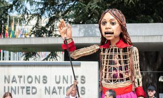Puppe Amal vor dem Hauptquartier der Vereinten Nationen in Genf.