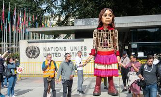 Puppe Amal vor den Vereinten Nationen in Genf.