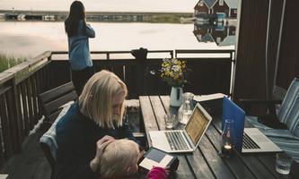 Sie arbeiten im Bungalow am Strand, in der Hütte in den Bergen oder einfach in einem Apartment, das in einer anderen Stadt liegt als das Büro ihres Arbeitgebers.