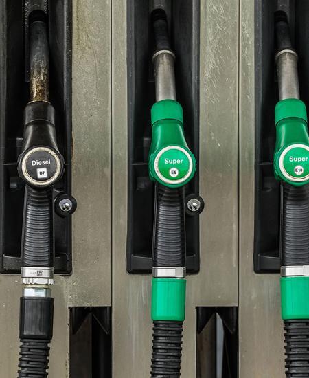 CO2 erhält einen Preis - das hat unter anderem auch Auswirkungen auf den Spritpreis.