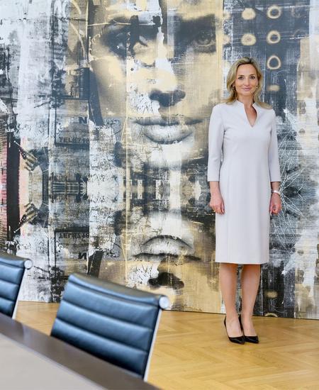 Susanna Perl-Lippitsch ist Rechtsanwältin in Wien und auf Ehe- und Familienrecht, insbesondere Scheidungen, spezialisiert.